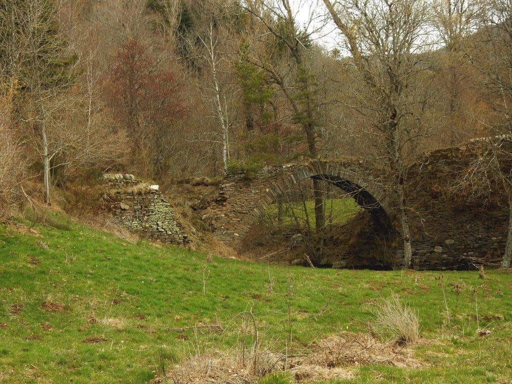Pont interdit au plus de 10 kg.